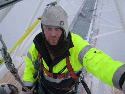 Pekka OH7RM working to remove ice from within the mighty 160m yagi's boom.