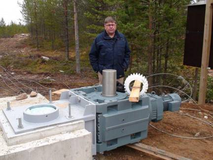 Martti, OH2BH standing next to the rotator's 7kW motor and gearbox.