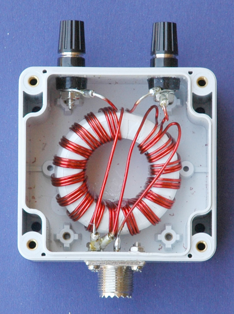 Photo 1 1:1 Ruthroff voltage balun assembled.