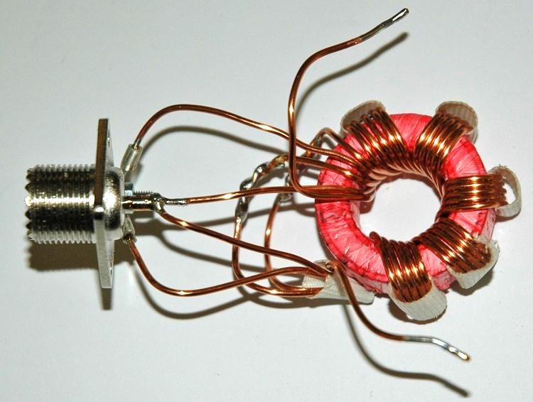 Foto 1 Balun de voltaje 6: 1 ensamblado.